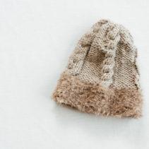 ファーつきのなわ編み帽子