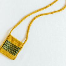 ヘリンボーン編みのサコッシュ