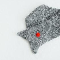 赤いボタンのミニマフラー
