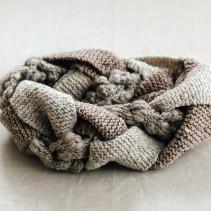 三つ編みのスヌード