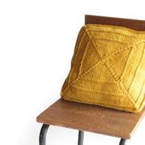 クンスト編みのクッション