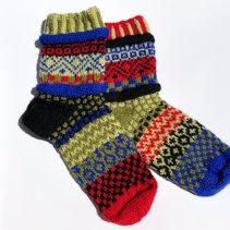 カラフルな編み込み靴下